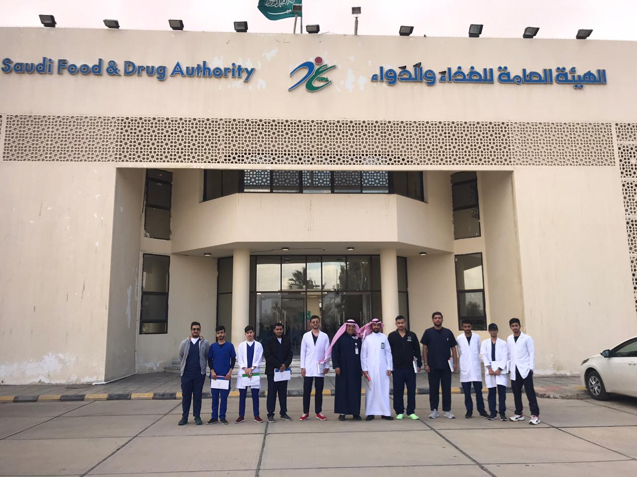 Students of the College of Pharmacy visited the Food and Drug Administration Haditha outlet on Thursday